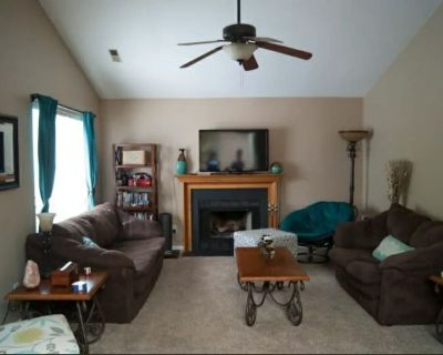 Charming 2 Bedroom Townhouse near Prime Outlets - James City County