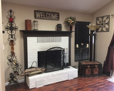 Neighborhood Ranch with Foosball Table. Pikes Peak Views & Outdoor Hiking Trails - Rockrimmon