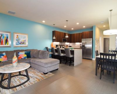 New 3 bed/3 bath end-of-row townhome, private dip pool, balcony, Disney 9 miles! - Four Corners