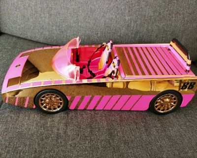 GUC LOL Surprise! dolls can drive in style with the L.O.L. Surprise! Car-Pool Coupe with Surprise Pool and Dance Floor