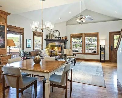 Downtown Park City views, and a relaxing 3 bedroom house with hot tub