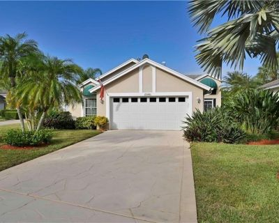 Country Creek -Lovely updated 3 bed/ 2 bath Estero home with hot tub and golf - Estero