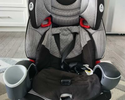 Graco car seat -2-3 years left