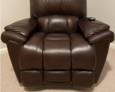 FS/FT Brand new leather Lazy Boy recliner with remote