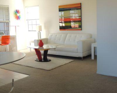 Contemporary One Bedroom Condo in Scottsdale Near Old Town - Villa Antigua