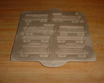 Pre-Owned Pampered Chef Family Heritage Stoneware Non-Stick Gingerbread Home Town Train Mold. All Aboard For A Tasty Ride! This Mold...