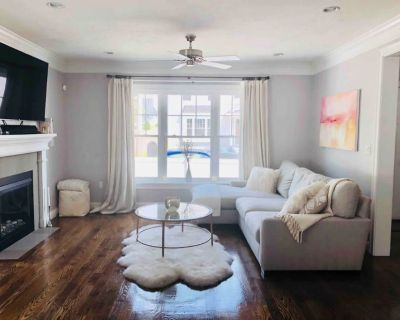 Charming Boston Townhouse - Forest Hills - Woodbourne