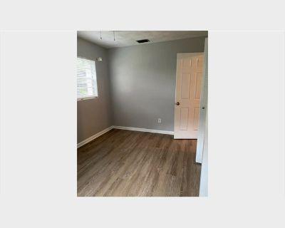 Room for rent in Eaker Drive, Orlando - Room available in recently renovated house/ Cuarto disponible en casa recien renovada