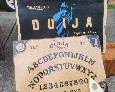 Antique OUIJA board with Box and pointer