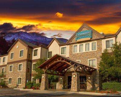 Mountain View Studio with FREE Breakfast, Seasonal Pool Access + Housekeeping - Woodmen Valley