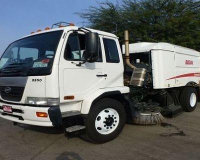 2008 NISSAN UD 3300 Sweeper Trucks