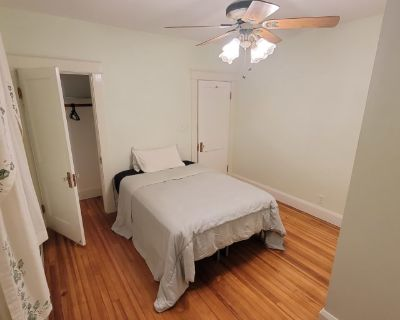 Private room with own bathroom - Arbutus , MD 21227