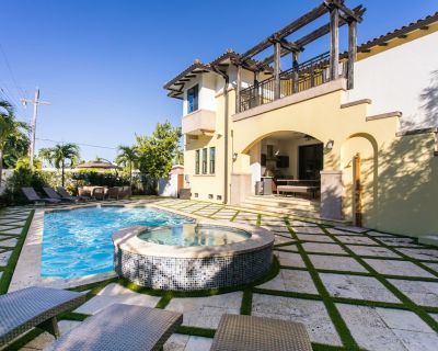 12+ sleeps Hollywood Family Vacation Pool Home Mansion - South Lake