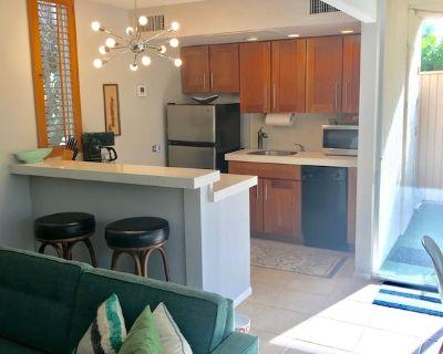 Recently renovated Mid Century Studio W/Patio & View - Palm Springs