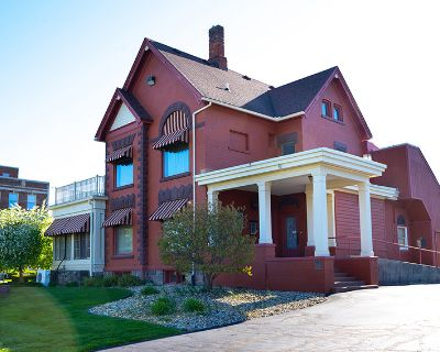 4,407 SF Historic Office Building, Near Downtown and Old Town