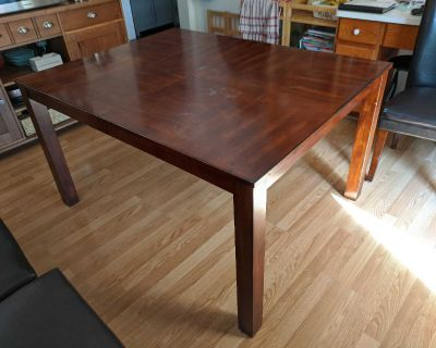 Expandable dining table and 6 chairs (Bayview and Hwy 7)