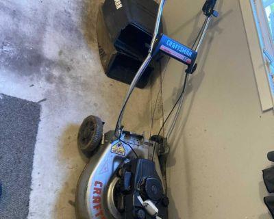 Self propelling lawnmower