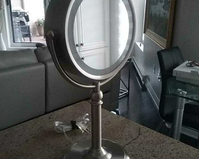Makeup mirror with light. Mint condition.