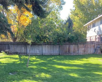 Private room with shared bathroom - Carson City , NV 89706