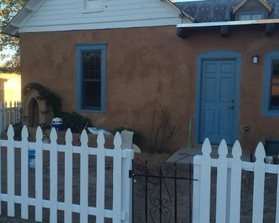Historic 1880s Victorian Adobe House By Old Town. - Old Town Albuquerque
