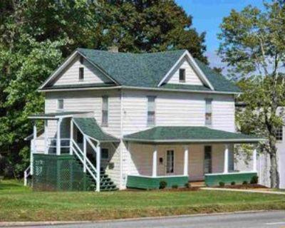 117 E Main St, Kingwood, WV 26537 1 Bedroom House