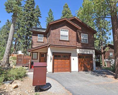 Prime location w/ Fireplace, Smart TV, Snow Sleds, 15 min to Northstar, 5min Kin - Tahoe Vista