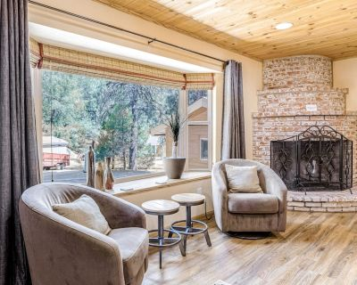 Dog-Friendly Cabin with High-Speed WiFi, Central AC, Firepit, and Gas Grill - Pine Cove