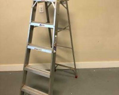 6 Ft Aluminum Ladder in Excellent Condition