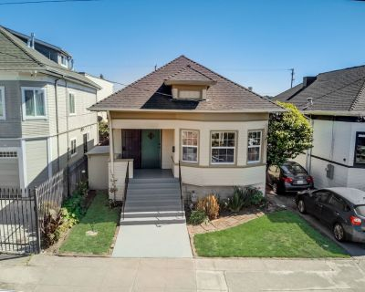 Oakland Craftsman Bungalow with garden -- 3 BR, 1.5 BA - Hoover - Foster