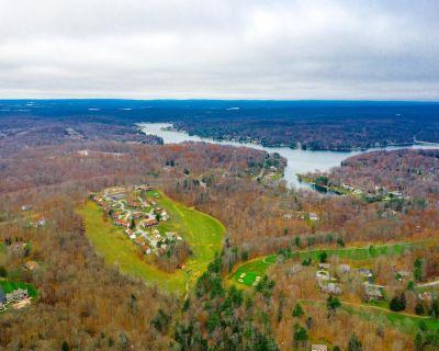Crown Resorts at Wolf Run Tri-Level 2 Bedroom Condo - Treasure Lake