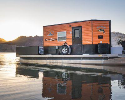 Pontoon Boat/Houseboat. Like New