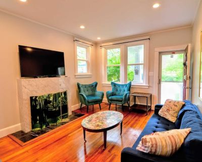 Cozy Craftsman Cottage in Takoma Park 2 bedroom 1 Bath Up to Date and IN STYLE - Takoma Park