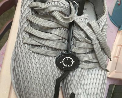 NWT gray sneakers size 7/8