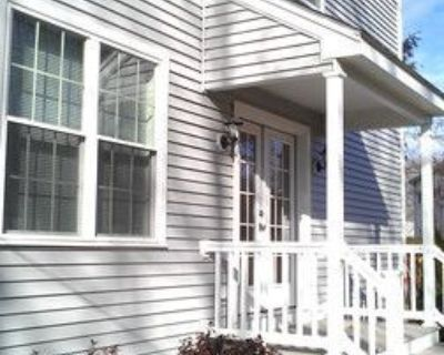 Luxury Townhouse! Central Air, Private Back Yar...