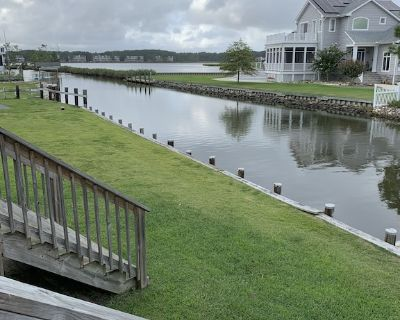 Beautiful home 1 mile from beach with private dock - Bethany Beach