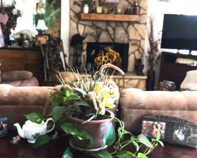 Private room with own bathroom - Victorville , CA 92395
