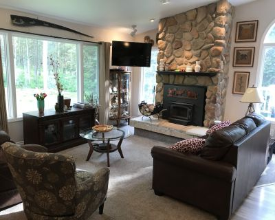 Perfect Alaskan Retreat 5+ Bedroom on Large Secluded Property w/Garage - Abbott Loop