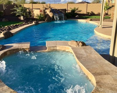 Luxury new home, pool/spa, putting greens, mist system, pool table - Queen Creek