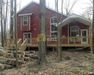 Jacuzzi, gas fireplace, 3 bedroom house, Pocono Lake