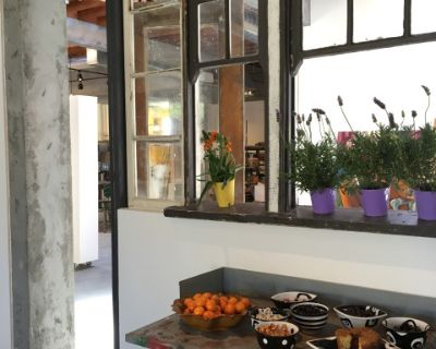 Spacious Industrial, vintage mid town gallery and studio with great natural lighting., Los Angeles, CA