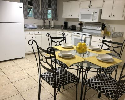 Spacious Basement Apartment Minutes to Downtown ATL & Six Flags! - Mableton
