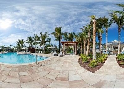 Tropical Escape for 12! 3 Modern Units, Pool, Restaurant, Bike Rental, Parking! - New Town