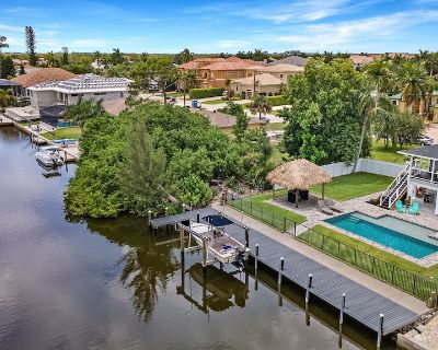 Daydream Believer. Luxury coastal canal home with pool, tiki and dock. - Bonita Springs