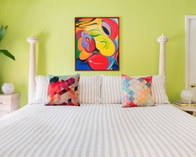 Zilker Park Place--HUGE TOWNHOME- Fantastic Location--Comfy, Colorful, Peaceful - Zilker