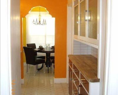 Lovely Laurel District Sanctuary-Spacious One Bedroom Duplex/Flat With Parking - Laurel