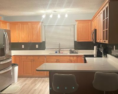Private room with own bathroom - Altamonte Springs , FL 32701
