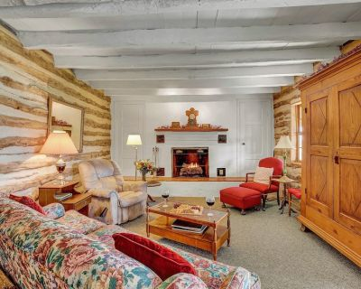 Historic Log Cabin Retreat Near Town on 5-Stunning Acre's! - Fredericksburg