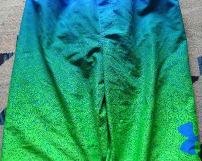 Like new! Under armour size youth XL