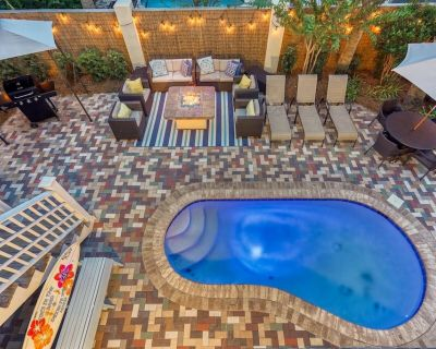 TOES IN THE SAND: Stunning Decor! Outdoor Living, Fire Pit & Golf Cart! - Avalon Beach Estates