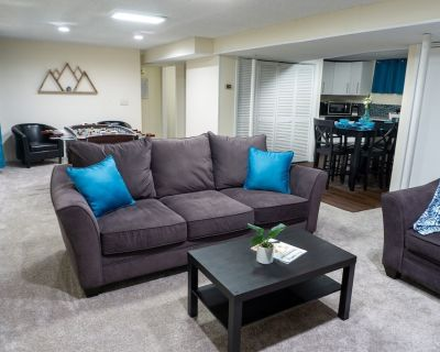 Spacious Guest Suite With Private Entrance, Hot Tub, 2 Bedrooms, 1 Bath - Columbine